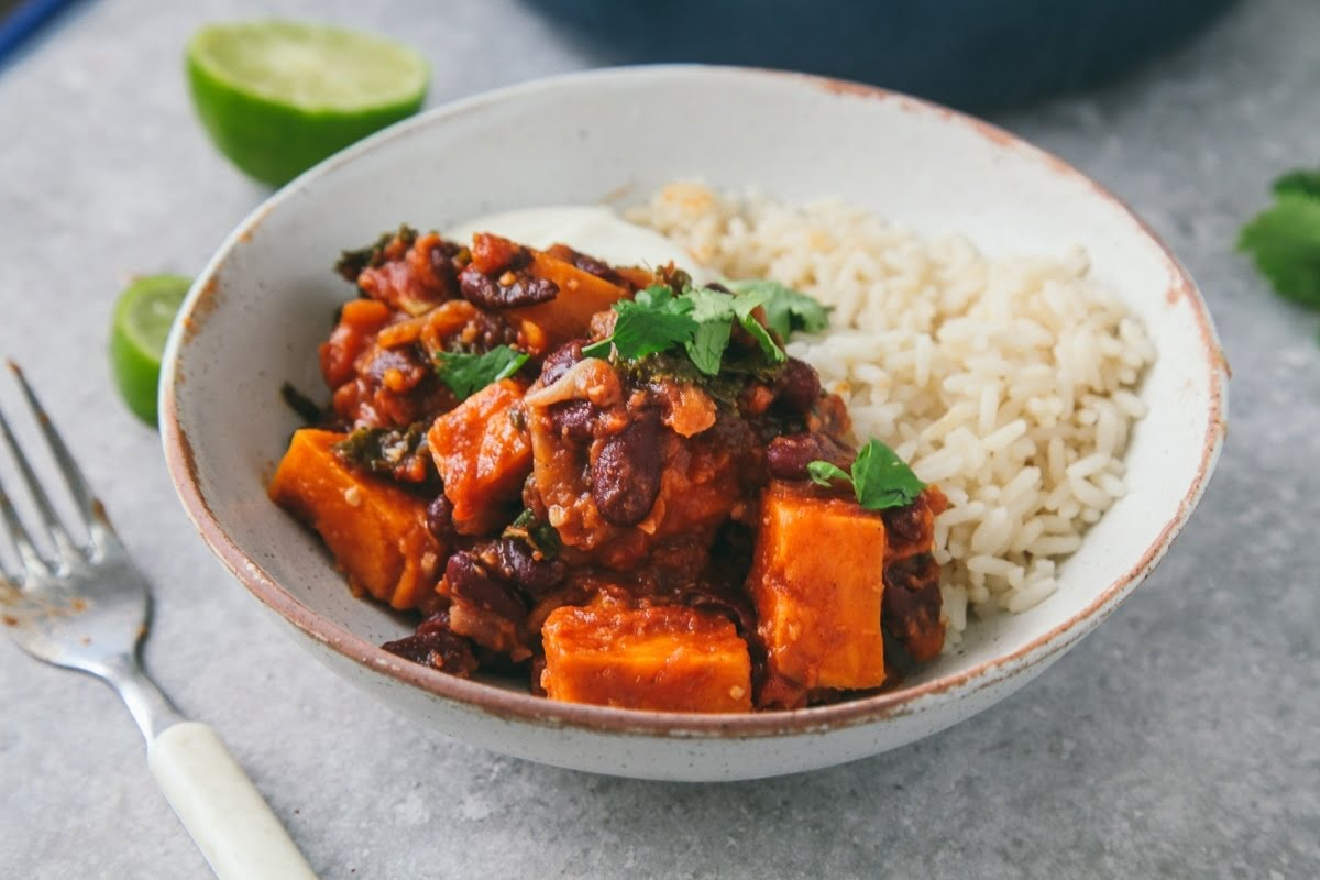 Spicy Bean Stew with sweet potato and kale (Vegan)