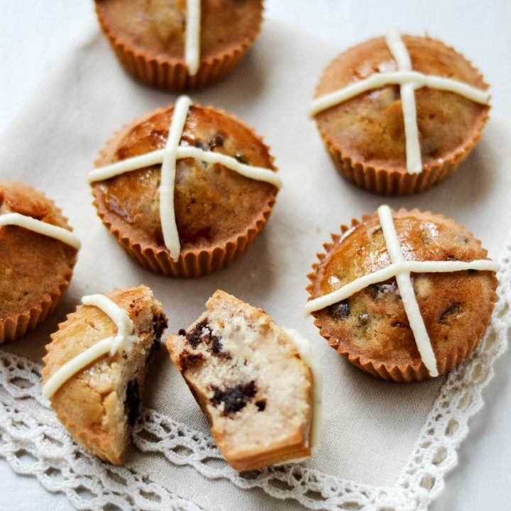 "Nākd ""Hot Cross Bun"" Cupcakes"