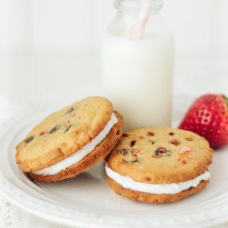 Nākd Strawberry & Cream Cookie Sandwiches