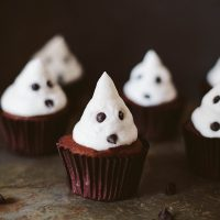 Vegan Chocolate & Marshmallow Ghost Cupcakes!
