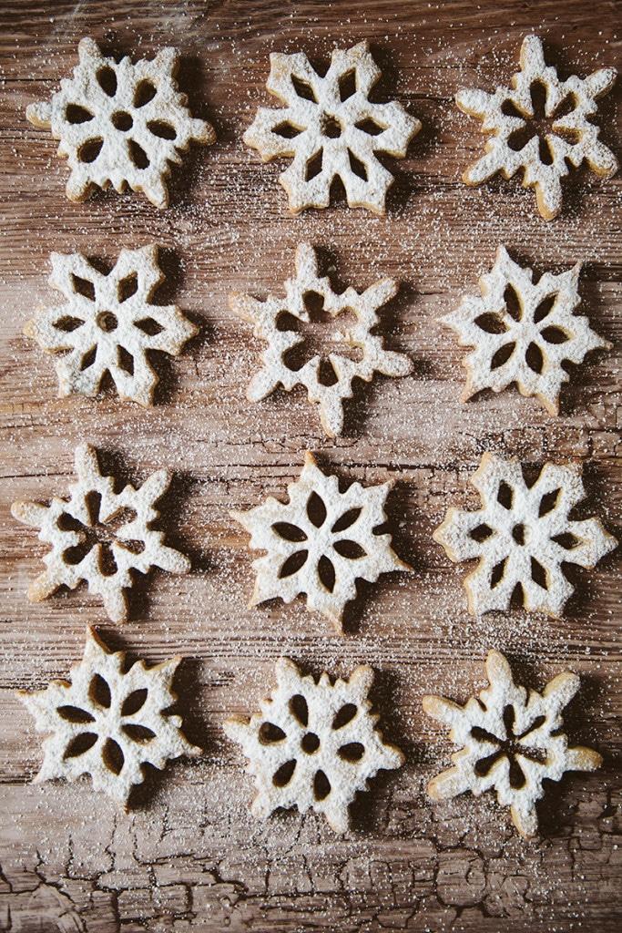 Spelt Cinnamon Snowflake Cookies #vegan #dairyfree #christmas