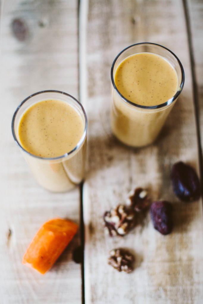 Carrot Cake Smoothie (Banana-free, sugar-free, paleo, raw, vegan)