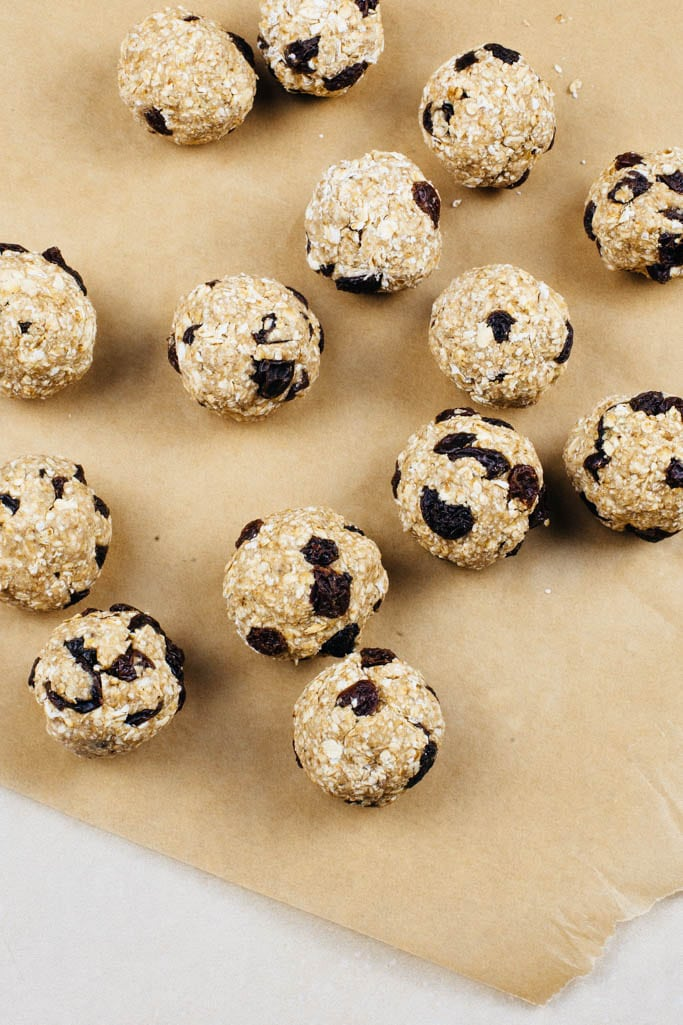 Raw Oatmeal Raisin Cookie Bites