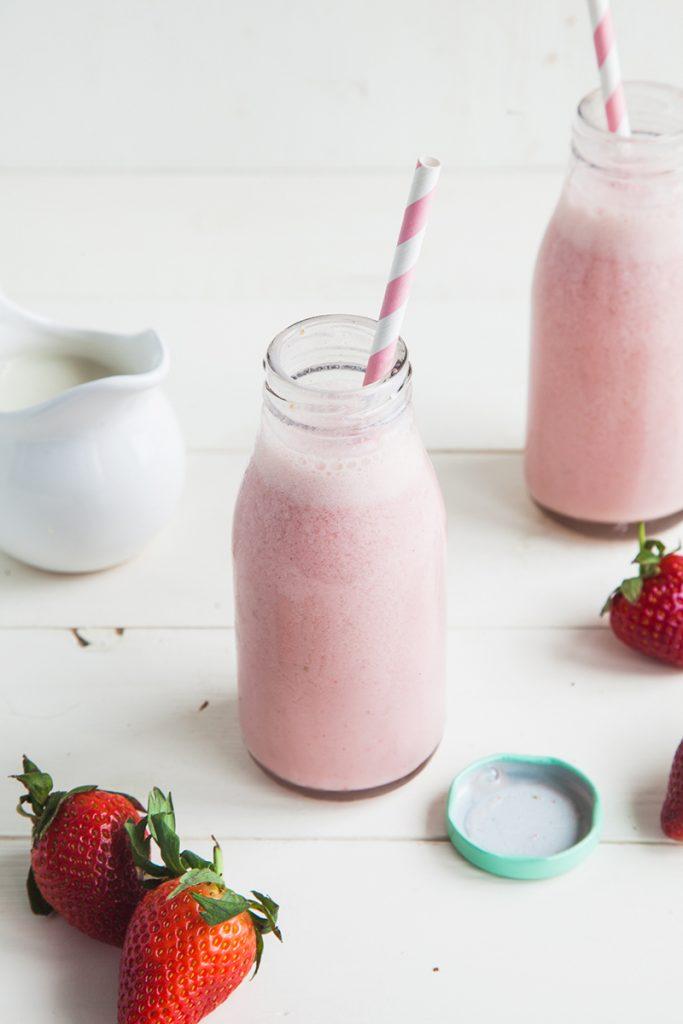 Healthy Vegan Strawberry Milkshake Smoothie (No Banana, Dairy-free, Low Fat)