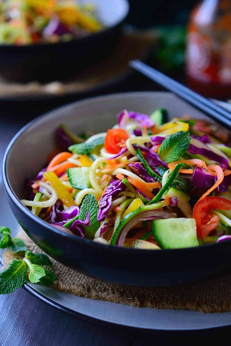 Raw Noodle Salad via thestingyvegan.com
